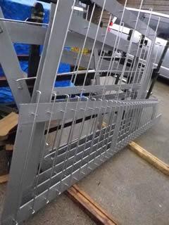 SUS304 9t板とΦ8ワイヤーとの溶接品